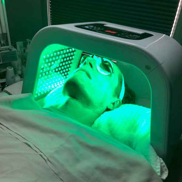 sharone-skin-specialist-led-light-therapy-green